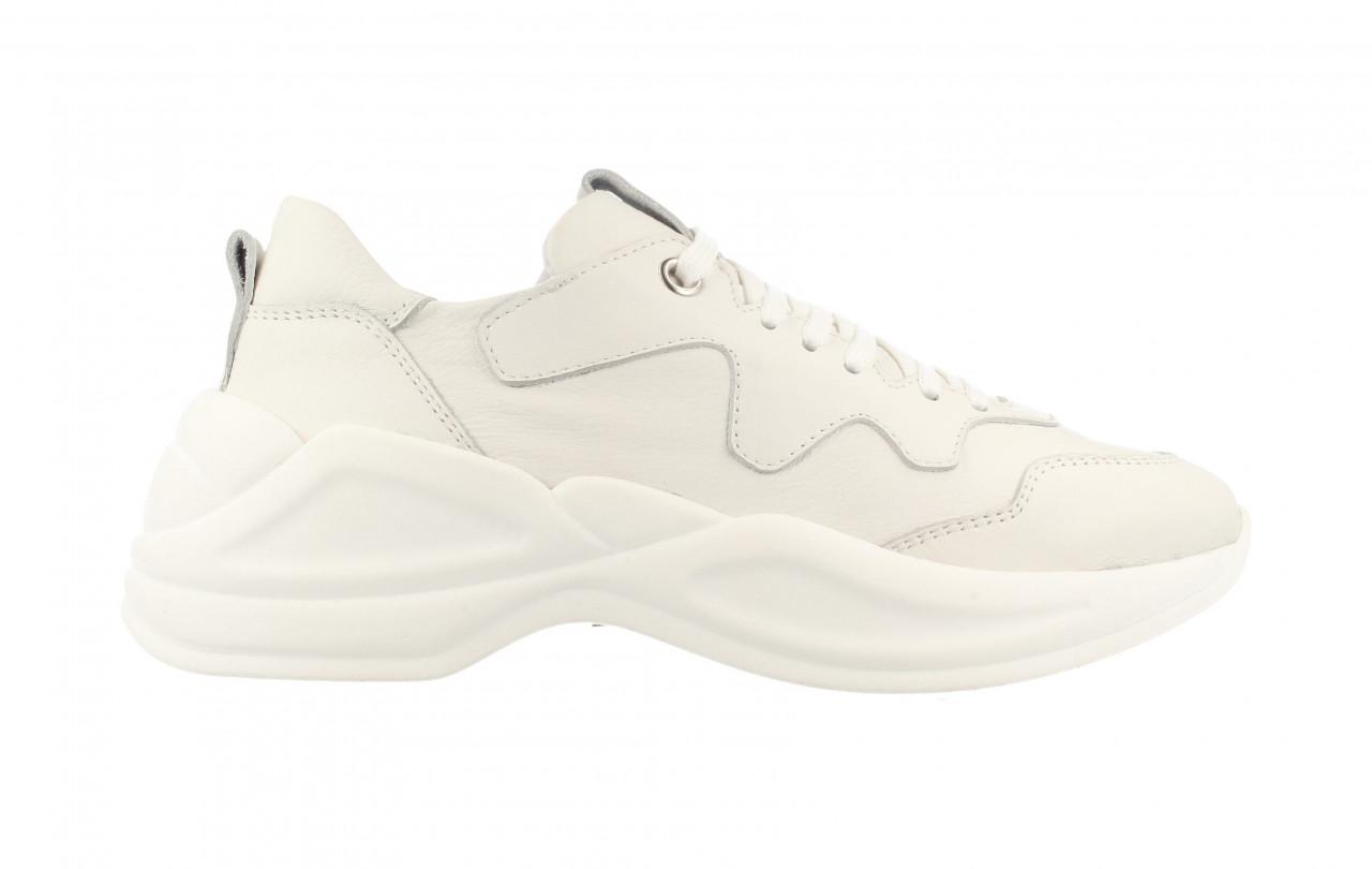 76736 | Women Low Cut Sneaker