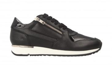 76748 | Women Low Cut Sneaker
