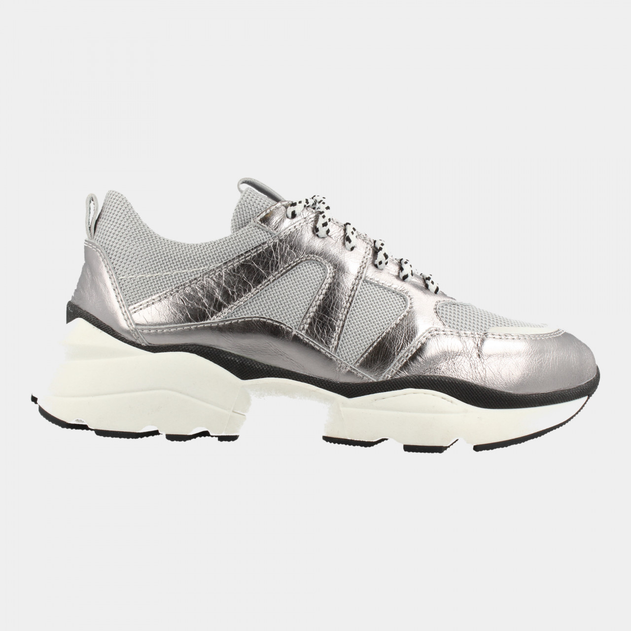 76710 | Women Low Cut Sneaker