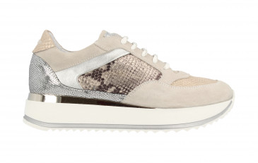 76758 | Women Low Cut Sneaker