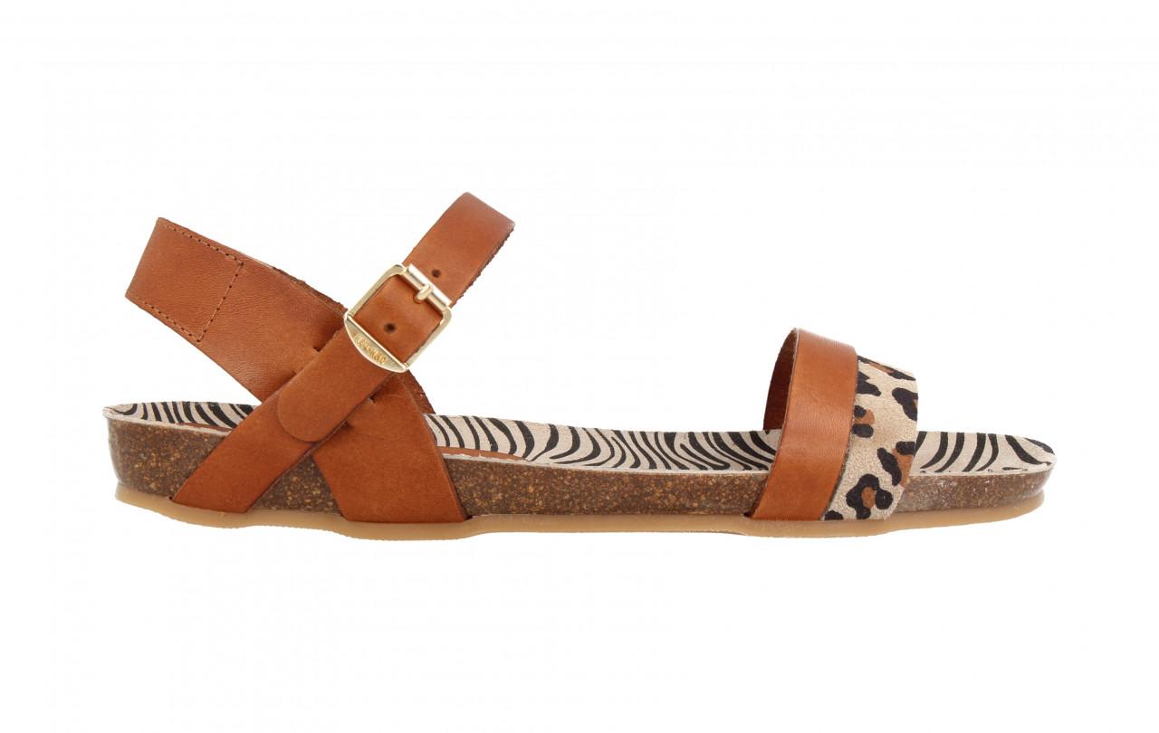 79232 | Women Flat Sandal