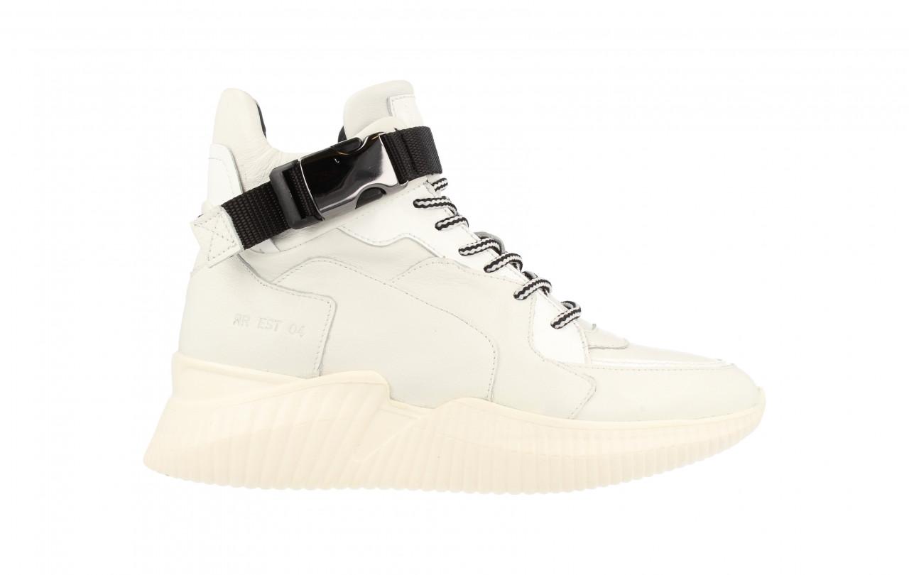 Women Mid Cut Sneaker