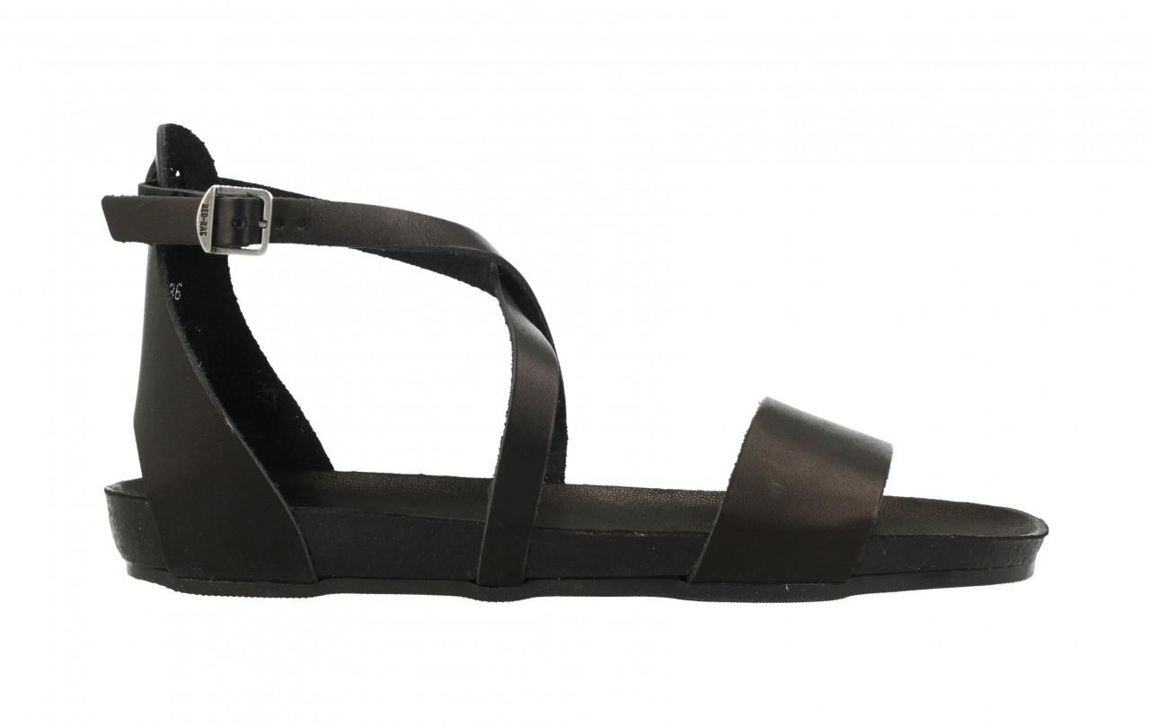 Women Flat Sandal Closed Heel